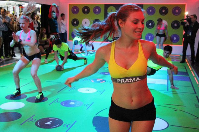 Allerdings kommen auch hier neue Konzepte auf den Markt, wie Pavigym, bei dem in einer Art Box die Übungen durch Aufblinken auf dem Boden oder der Wand angezeigt werden. Twister 2.0 meets Functional Training.