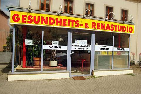 Eingang zum Gesundheits- und Rehastudio BIG FUN in Dresden.