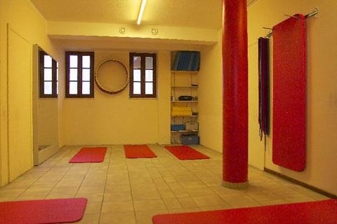 Fitnesskurse wie Pilates und Yoga gehören auch zum Angebot.