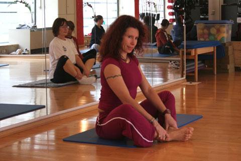 Pilates auf der Matte im Pilates Plus München