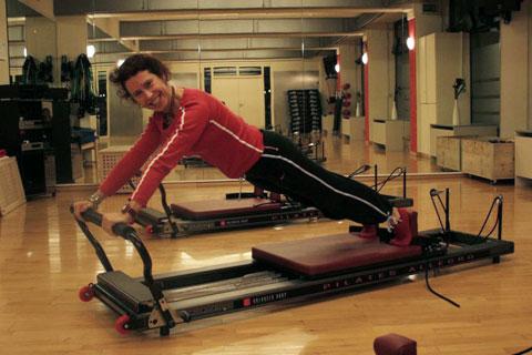 Training auf dem Reformer im Pilates Plus München